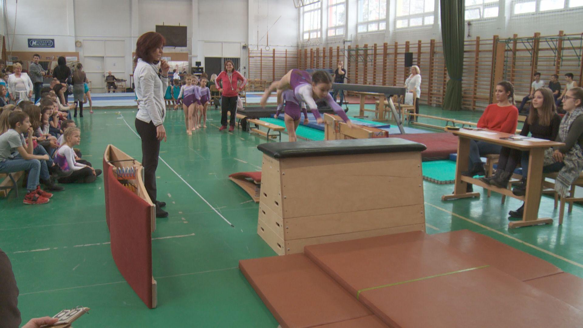 e5b48dc023 A megyei torna diákolimpia döntőjén több mint 100 diák vett részt, a  Hevesi- és a zalaegerszegi Eötvös-iskola csapatai egyaránt 3-3  versenyszámot nyertek ...