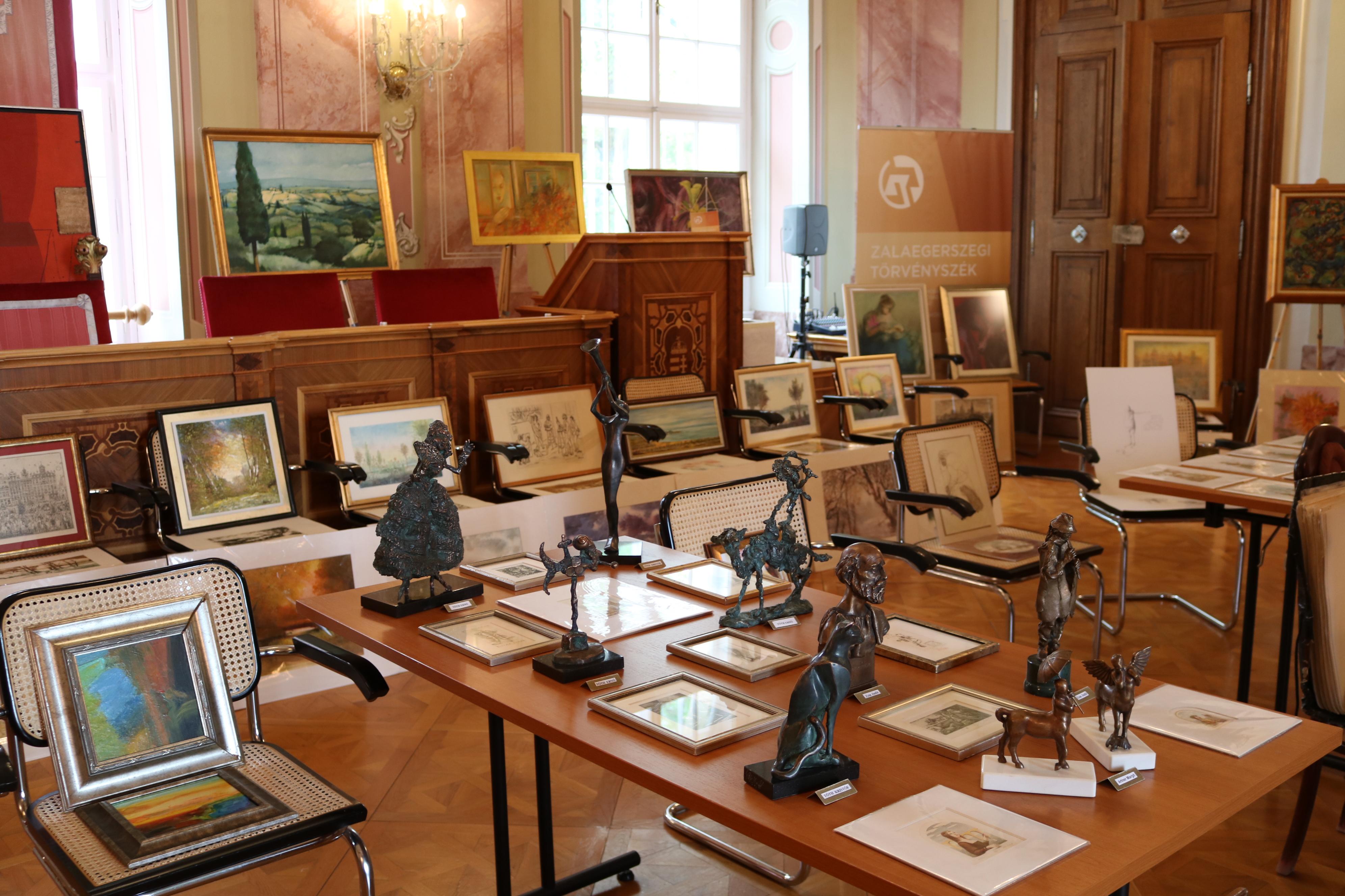 6402dacedd ... kisplasztikáit is bemutatta a törvényszék díszteremében – foglalta  össze röviden a május 17. napi, képzőművészeti bemutató történéseit dr.  Vándor Virág.