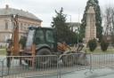 Az Eötvös tér nyugati oldalát újítják fel először a szakemberek