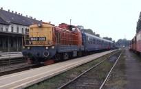 Egymással szemben állt meg két vonat Zalában