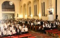 Csaknem 300 diák énekétől zengett a Felsőtemplom
