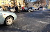 Kölcsönkocsival zúzta le a parkoló autókat egy fiatal Nagykanizsán, és nem csak ez volt a baj vele