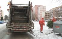 Hétfőtől elszállítják a kidobott karácsonyfákat
