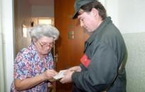 Rétvári: éves szinten 42 ezer forinttal emelkednek a nyugdíjak