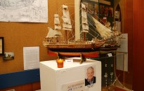 Hajók, pipák, faragott képek címmel nyílt kiállítás a HSMK-ban