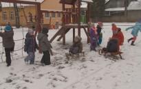 Élvezték a gyerekek a havat – a közlekedésben sem volt fennakadás