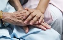 Már a tünetek előtt jelzi az Alzheimer-kórt egy vérvizsgálat