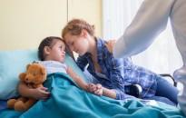 Emmi: nem lehet külön díjfizetéshez kötni a szülők gyermekük melletti kórházi tartózkodását