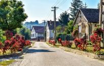 Ingatlan.com: az ingatlanárak robbanását fogja vissza a falusi csok egyik új feltétele