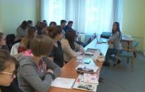 Intenzíven gyakorolják a résztvevők az angolt és a németet