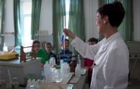 Kísérletekkel és bemutatókkal ünneplik a víz világnapját a Soós-központban