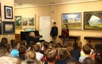 Lakk Roland festőművész alkotásaiból nyílt kiállítás a Hevesi-iskolában