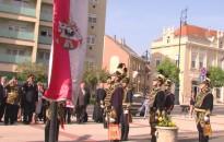 Zászlófelvonás és szentmise a városért