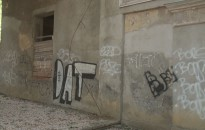 Idén is támogatja az önkormányzat a falfirkák eltüntetését