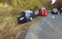 Nem biztosított elsőbbséget a 83 éves sofőr, utasa súlyos sérülést szenvedett