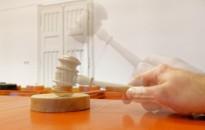 Zalaegerszegen a sikkasztással vádolt O. Zs.-né és társa, Nagykanizsán pedig a csalással terhelt H. B. áll kedden a bíróság elé