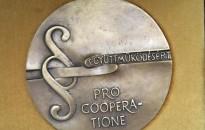 """""""Pro Cooperatione""""– """"Együttműködésért"""" emlékérmet vehetett át dr. Handó Tünde a Legfőbb Ügyésztől"""
