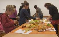 Kicsik és nagyok együtt készítettek őszi dekorációkat a HSMK-ban