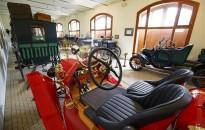 Veteránautókkal bővült a keszthelyi hintómúzeum kiállítása