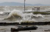 A siófoki obszervatórium viharra figyelmezteti a Balatonnál nyaralókat