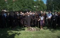 """""""Törjenek magasra, mint ez a fa!"""" – diplomaátadó a PEN-en"""