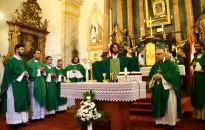 Homokkomáromban mutatta be első ünnepélyes szentmiséjét Koszoru Péter