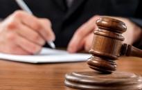 Keszthelyen rablók, a megyeszékhelyen pedig egy végrehajtót megvesztegetni próbáló nő áll holnap a bíróság elé