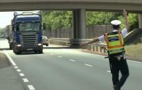 Tehergépkocsikat és buszokat ellenőriznek a jövő héten az ország közútjain