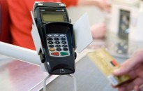 A Gazdasági Versenyhivatal a bankkártya-elfogadás ösztönzését javasolja