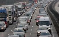 Nagyobb forgalomra, torlódásra számíthatnak több gyorsforgalmi útvonalon is a közlekedők a következő napokban
