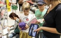 Az iskolakezdésre átlagosan 15-25 ezer forintot költ a családok harmada egy felmérés szerint