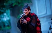 Nagysikerű koncertet adott a gesztenyefák árnyékában Kárász Tímea Fatima