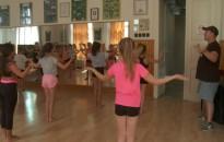 Látványos produkciókkal készülnek a jövő évi versenyekre a SZKES táncosai