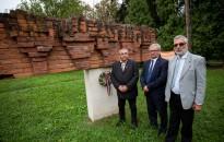 """""""Az emberi értékek túlélik az embertelenséget"""" – a roma holokauszt áldozataira emlékeztek"""