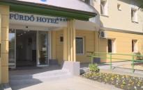 Átadták a kívül-belül megújult Fürdő Hotelt Zalakaroson