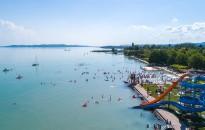 Újabb milliárdok balatoni strandfejlesztésekre