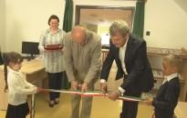 Átadták a megújult Könyvtár, Információs és Közösségi Helyet Újudvaron