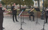 Komolyzenei koncertnek adott otthont az Erzsébet tér