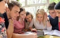 PwC: a magyar Y és a Z generáció számára a legfontosabb a rugalmas munkarend