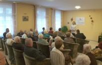 A Kodály Utcai Idősek Klubjában is köszöntötték az időseket
