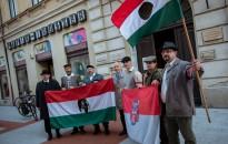 Korhű ruhákban és biciklikkel indultak Budapestre a Thúry Vitézlő Oskola tagjai
