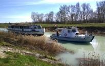 A balatoni vízeresztéssel egyidőben hajók kelnek át a Sió-csatornán