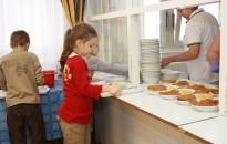 Az őszi szünetben is biztosított az ingyenes gyermekétkeztetés a rászoruló diákoknak
