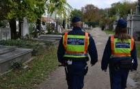Halottak napja - Fokozott rendőri jelenlét várható a temetők környékén
