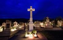 Halottak napja - Káplán: mindenszentek ünnepe kapcsolódik a halottakról történő megemlékezéshez