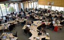 Az irodai dolgozók 90 százaléka nem bírja az egyterű irodát egy felmérés szerint