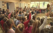 Meseórákat hallgattak tegnap a Kőrösi-iskola diákjai