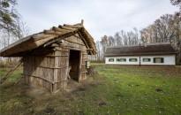 Fekete István-emlékhelyet avattak Fenékpusztán