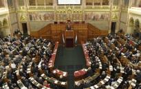 Tizennyolc javaslatról szavaz a parlament a jövő héten