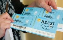 A nyugdíjasoknak kézbesített rezsiutalványok kétharmadát már beváltották a postákon